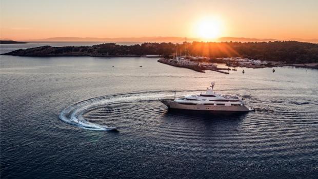 light holic megayacht ambiant (2) -  Valef Yachts Chartering - 3159