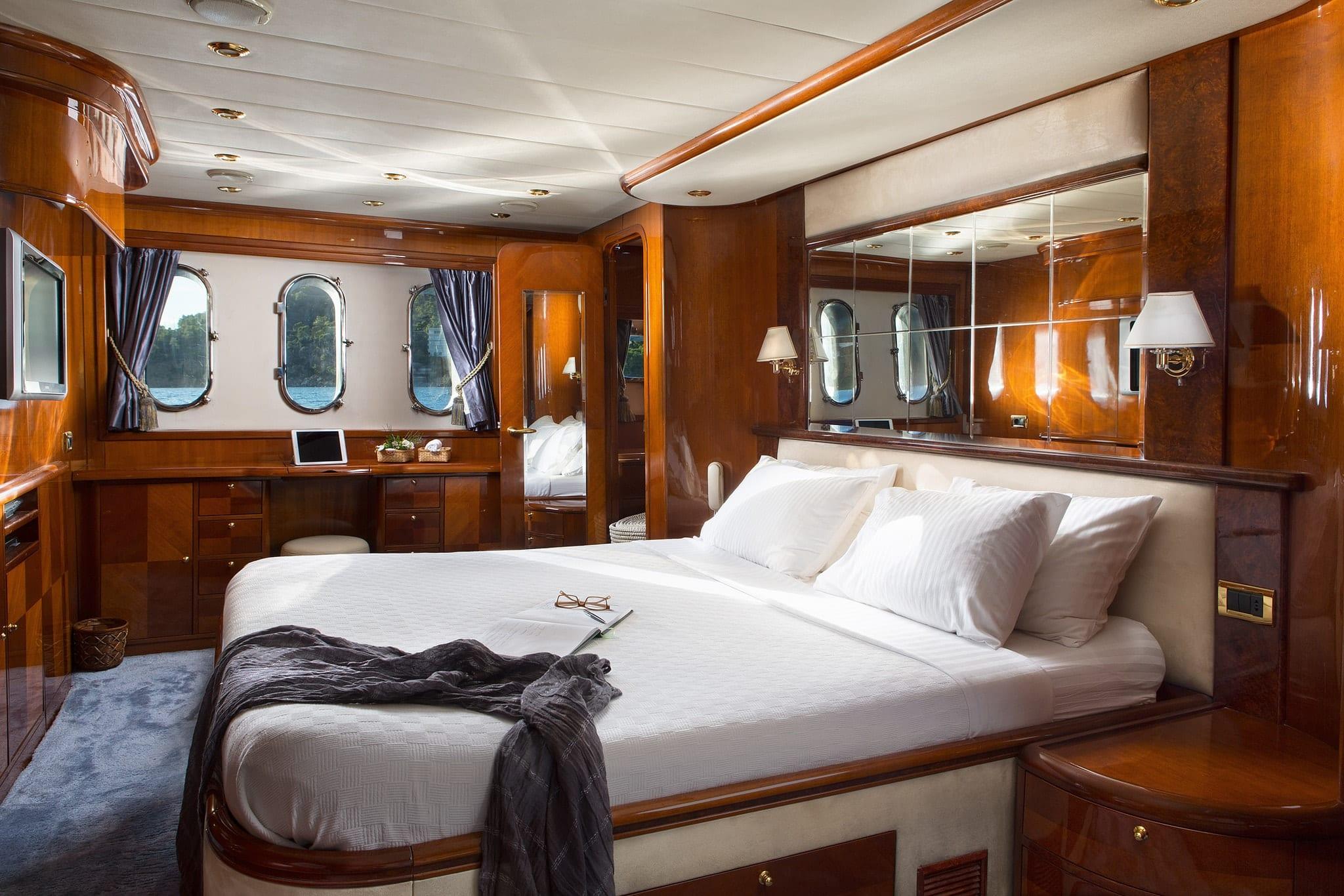 nitta v motor yacht master angle min -  Valef Yachts Chartering - 2545