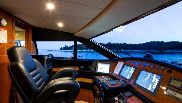 piola motor yacht bridge min -  Valef Yachts Chartering - 3379
