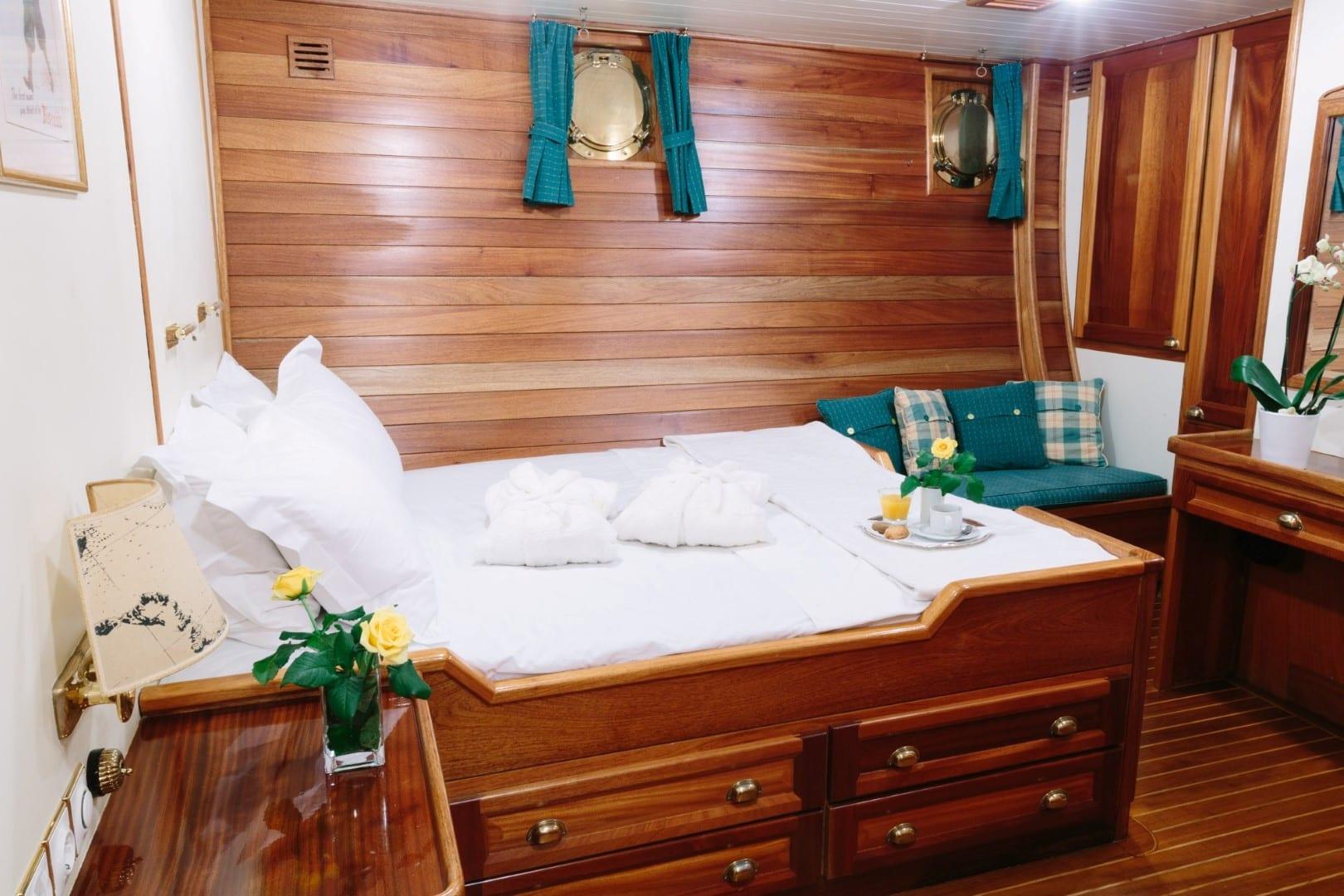 sir winston churchill classic sailing yacht double cabin (1) -  Valef Yachts Chartering - 2802