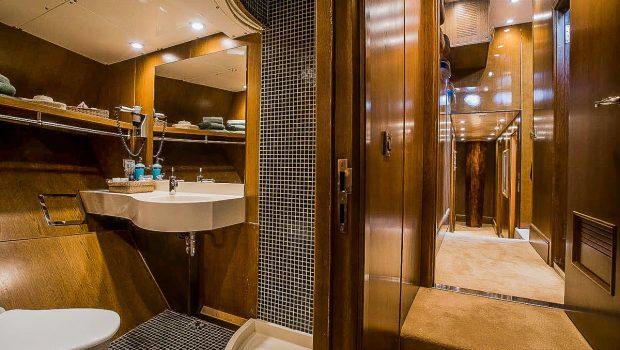 arktos motor sailer bath (1) min -  Valef Yachts Chartering - 2294