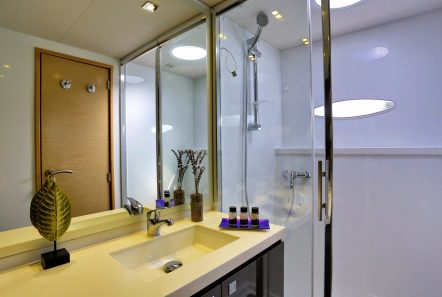 highjinks catamaran bath (2) -  Valef Yachts Chartering - 2411