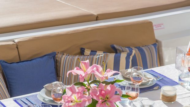 highjinks ii catamaran aft dining (2) min -  Valef Yachts Chartering - 2387