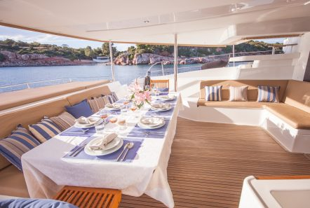 highjinks ii catamaran aft dining (4) min -  Valef Yachts Chartering - 2385