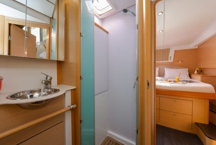 idea catamaran cabins and baths (5) min -  Valef Yachts Chartering - 1825
