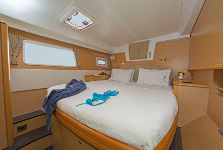 idea catamaran cabins and baths (9) min -  Valef Yachts Chartering - 1857