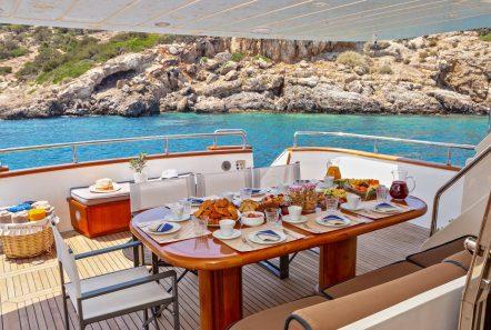 efmaria motor yacht aft diningjpg (1) -  Valef Yachts Chartering - 1509