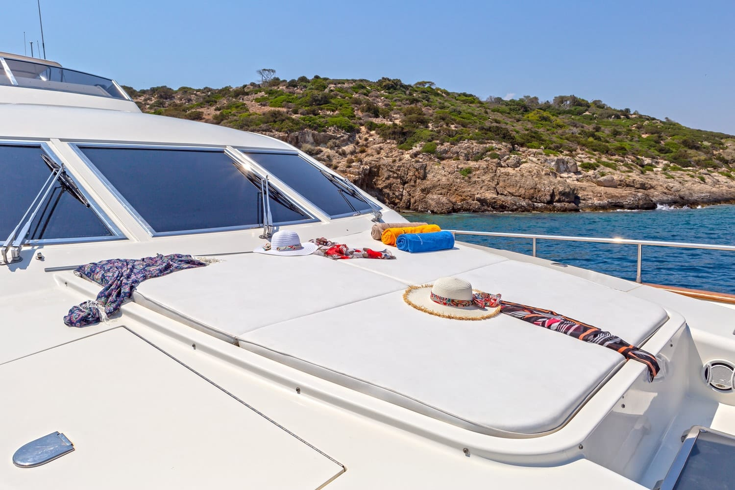 efmaria motor yacht sun beds fore (1) min -  Valef Yachts Chartering - 1522