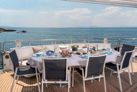 sugar motor yacht aft deck dining -  Valef Yachts Chartering - 1533