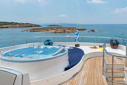 sugar motor yacht jacuzzi min -  Valef Yachts Chartering - 1530