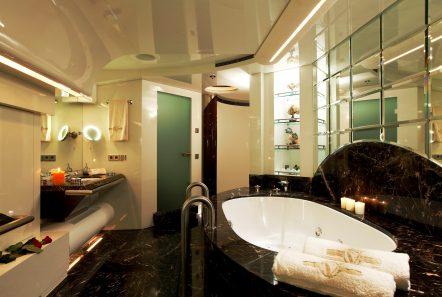 vera motor yacht master bath min -  Valef Yachts Chartering - 1476