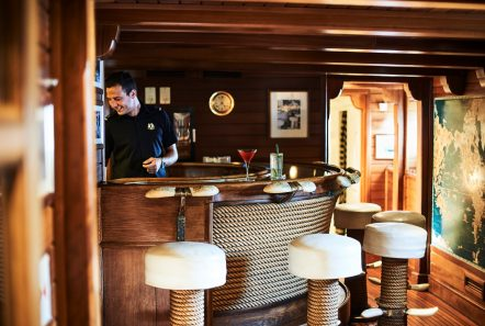 christina o megayacht aris bar 2 -  Valef Yachts Chartering - 1192