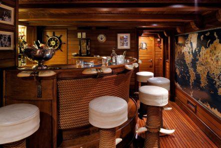 christina o megayacht aris bar -  Valef Yachts Chartering - 1193