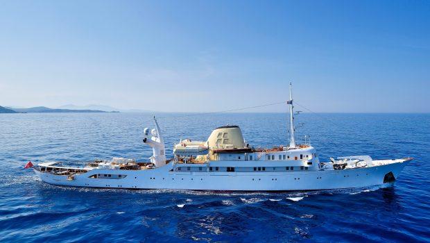 christina_o_151_©_stef bravin min -  Valef Yachts Chartering - 1142