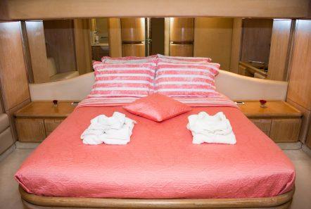 avra motor yacht master stateroom (2) min -  Valef Yachts Chartering - 1065