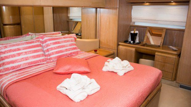 avra motor yacht master stateroom (3) min -  Valef Yachts Chartering - 1064