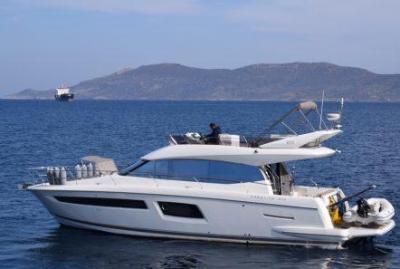 peleset motoryacht exterior (2) min -  Valef Yachts Chartering - 1042
