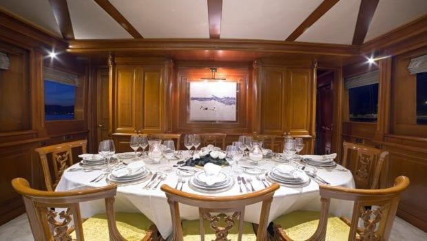 aquila motor yacht dining (2) min -  Valef Yachts Chartering - 0991