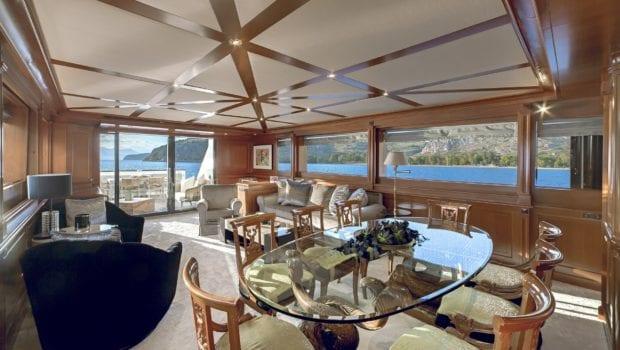 aquila yacht salon