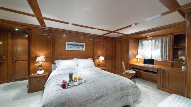 aquila motor yacht doubles (4) min -  Valef Yachts Chartering - 0987