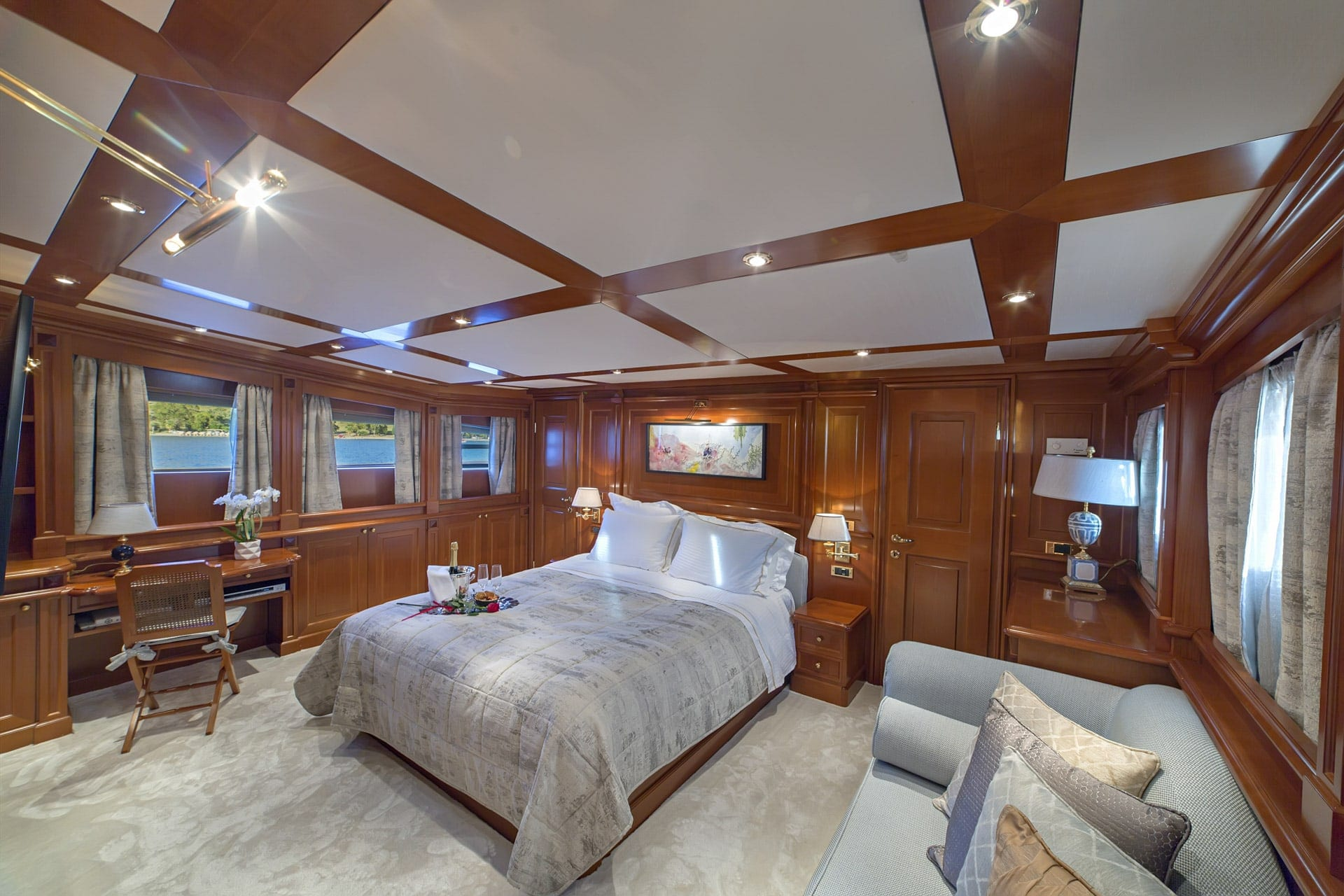 aquila motor yacht master cabin min -  Valef Yachts Chartering - 1008