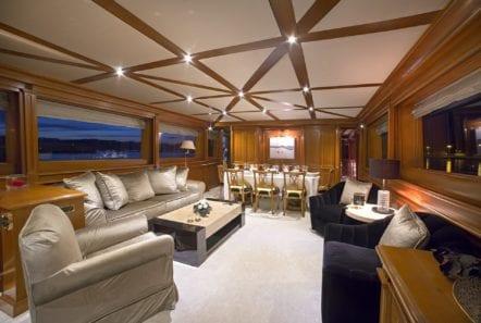 aquila motor yacht salon (1) min -  Valef Yachts Chartering - 1007