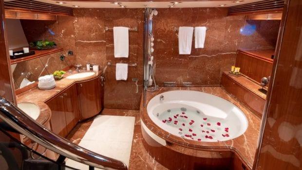 mi alma motor yacht master bath -  Valef Yachts Chartering - 0980