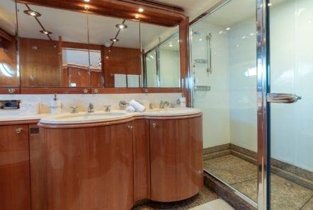 mi alma motor yacht vip bath -  Valef Yachts Chartering - 0970
