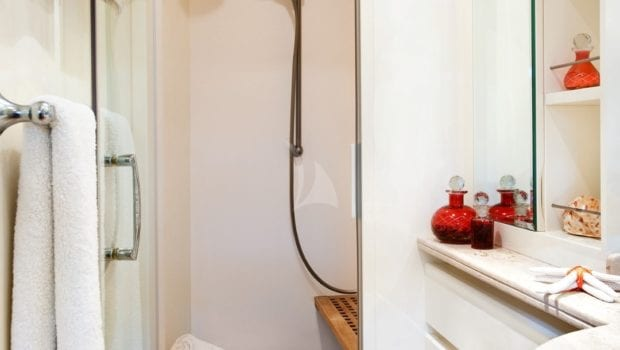 dilias motor yacht bathroom (1) min -  Valef Yachts Chartering - 0774