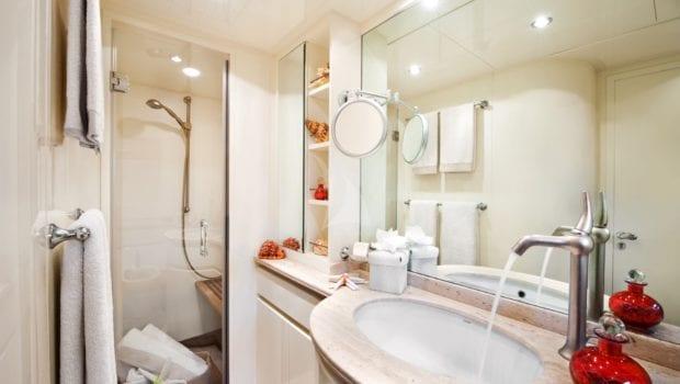 dilias motor yacht bathroom (2) min -  Valef Yachts Chartering - 0773