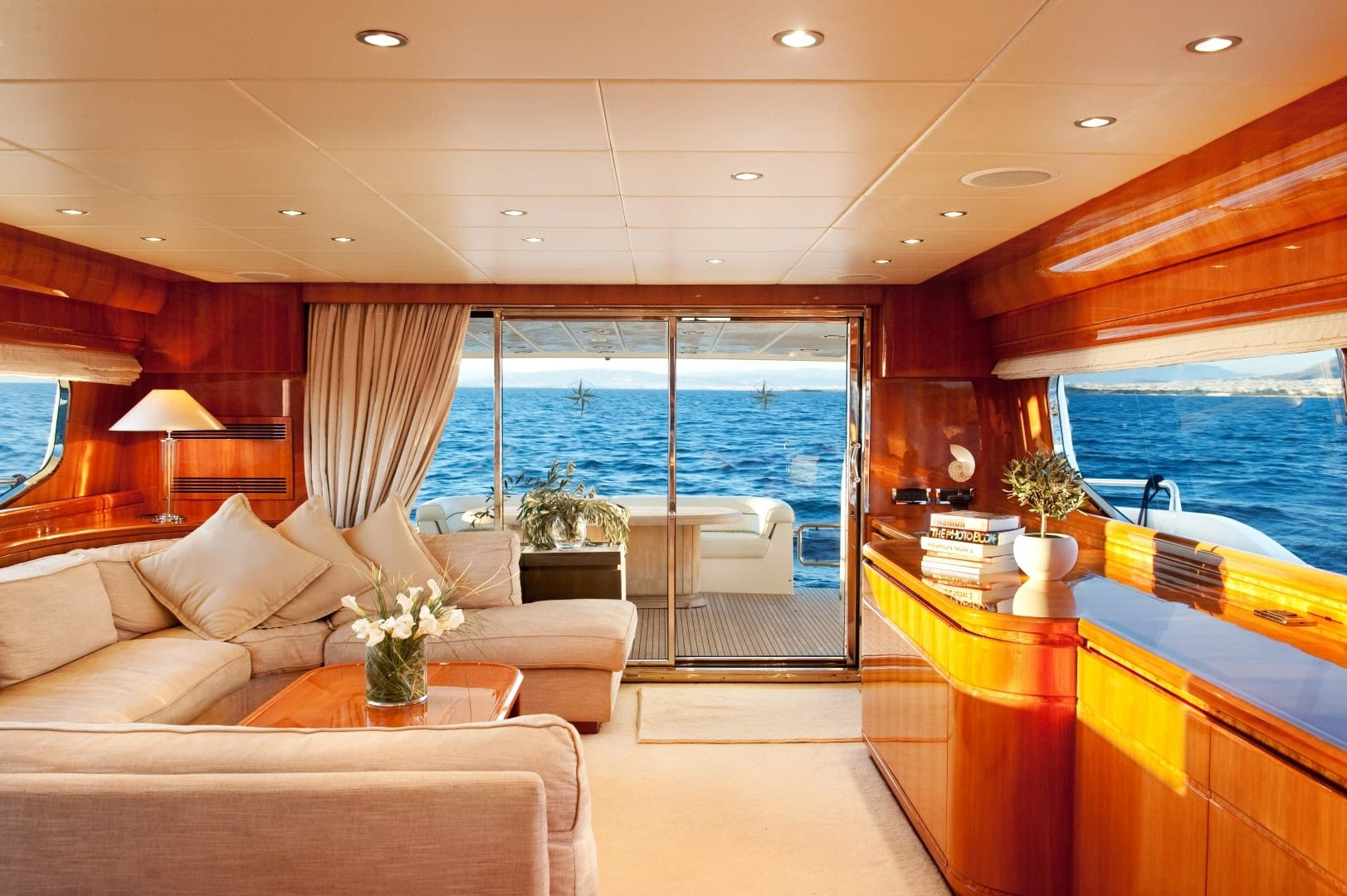 dilias motor yacht salon (1) min -  Valef Yachts Chartering - 0779