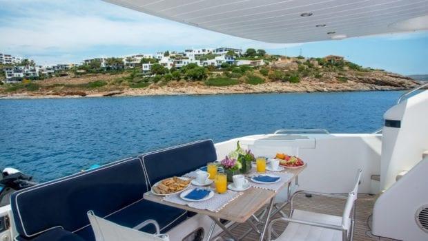 fast break motor yacht aft table (1) min -  Valef Yachts Chartering - 0873