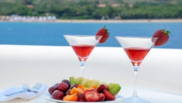 fast break motor yacht drinks (2) min -  Valef Yachts Chartering - 0868