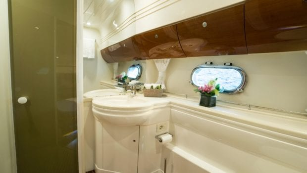 fast break motor yacht wc (2) min -  Valef Yachts Chartering - 0850
