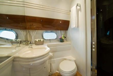 fast break motor yacht wc (3) min -  Valef Yachts Chartering - 0849