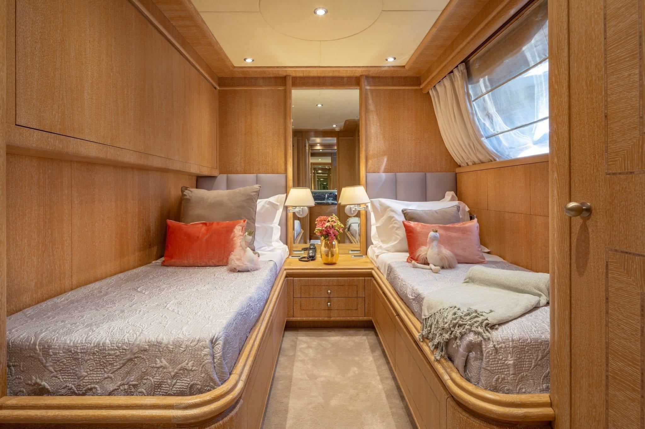 anamel motor yacht twin min -  Valef Yachts Chartering - 0765