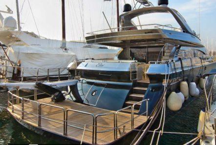 elvi motor yacht aft (1) min -  Valef Yachts Chartering - 0615