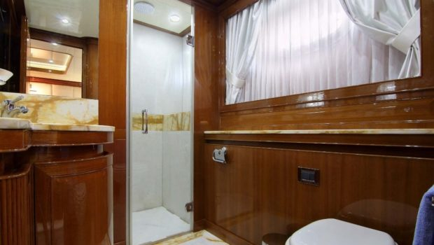 elvi motor yacht bath1 min -  Valef Yachts Chartering - 0611
