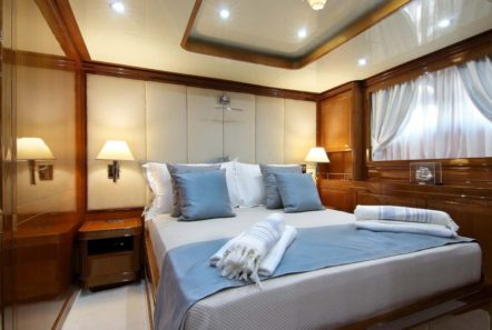 elvi motor yacht double cabin2 min -  Valef Yachts Chartering - 0639