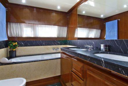 elvi motor yacht master bath min -  Valef Yachts Chartering - 0635
