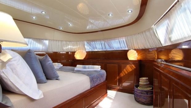 elvi motor yacht vip cabin (3) min -  Valef Yachts Chartering - 0617