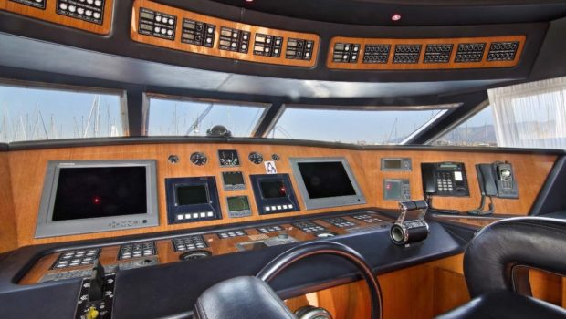 elvi motor yacht wheelhouse min -  Valef Yachts Chartering - 0616