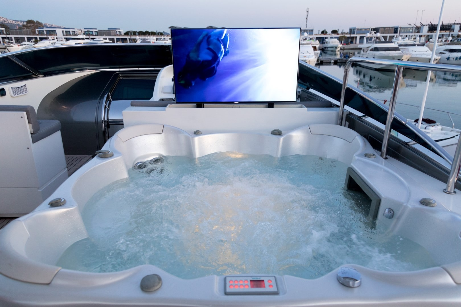 albator s jacuzzi television (4) min -  Valef Yachts Chartering - 0595