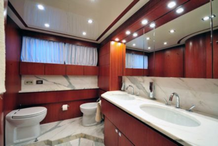 marnaya motor yacht master bath min -  Valef Yachts Chartering - 0508