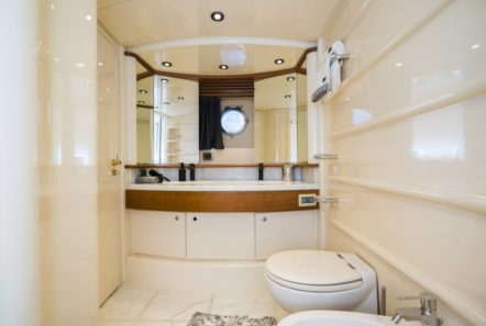 medusa motor yacht bath min -  Valef Yachts Chartering - 0417
