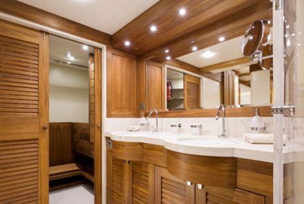 conrad malcolm miller sailing yacht bath (1) min -  Valef Yachts Chartering - 0315