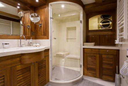conrad malcolm miller sailing yacht bath (2) min -  Valef Yachts Chartering - 0314