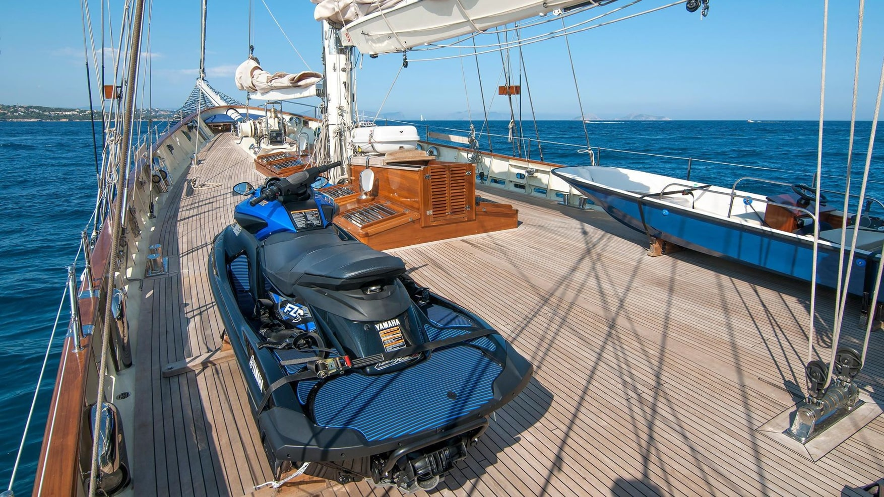 conrad malcolm miller sailing yacht deck (1) min -  Valef Yachts Chartering - 0310