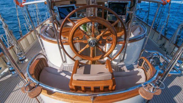 conrad malcolm miller sailing yacht deck (3) min -  Valef Yachts Chartering - 0329