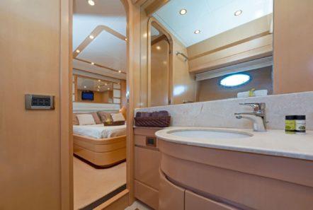 lettouli iii motor yacht bathroom (3) min -  Valef Yachts Chartering - 0388